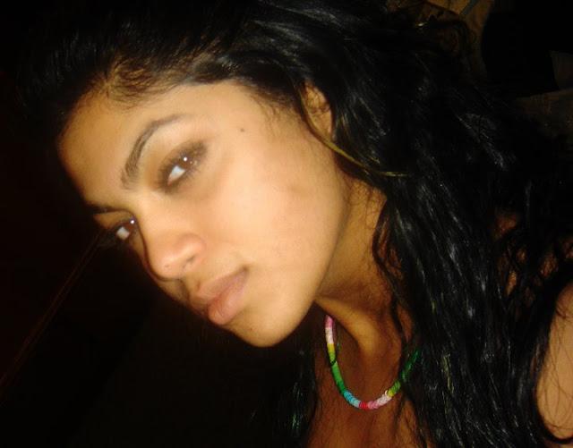 srilankan singers bikini image