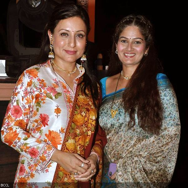 Kishori Shahane (L) and Resham Tipnis bond with each other at the launch of television show Do Dil Ek Jaan, held at Filmcity, in Mumbai. (Pic: Viral Bhayani)