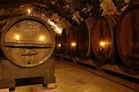 υπόγειο με βαρέλια,βαρέλια οίνου,ωρίμανση οίνου,κελάρι,cellar with barrels, wine barrels, matured wine cellar,