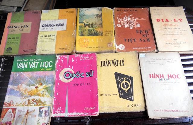 Sách giáo khoa tiểu học cũ - nơi lưu giữ từng trang ký ức DSCN2791