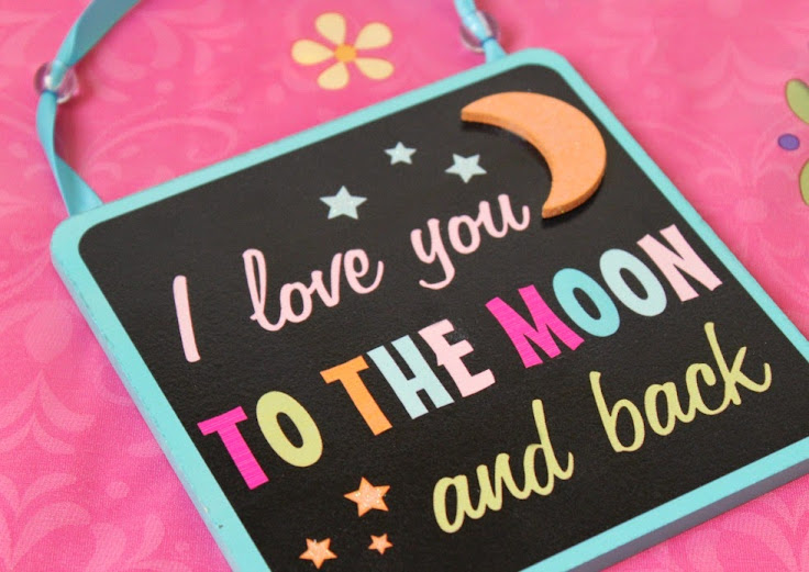 """I Love You to the Moon and Back"" Hanging Plaque - Mommy to Be Gift Basket Ideas for Mother's Day #BestMomsDayEver"