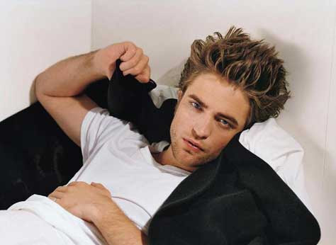 Robert Pattinson, en la cama