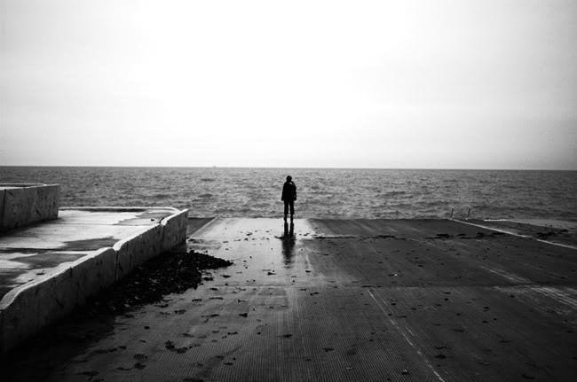 Thơ hay tâm trạng một mình đứng trước Biển