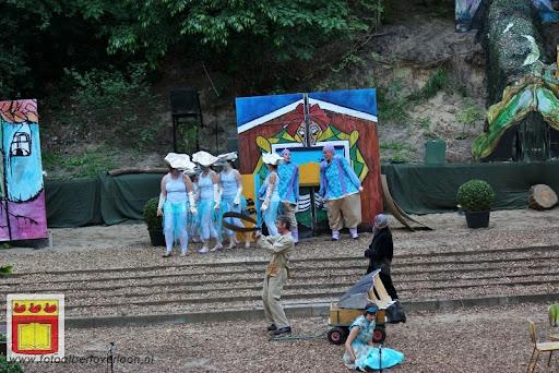 Alice in Wonderland, door Het Overloons Toneel 02-06-2012 (29).JPG