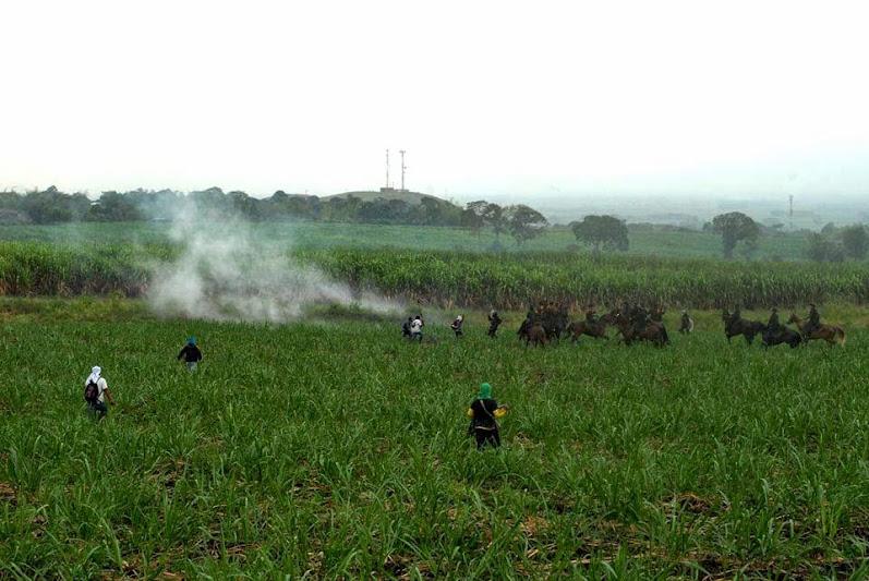 Comunidad Nasa de Huellas Caloto rechaza las agresiones del ESMAD contra su pueblo y  la población liberadora de la Madre tierra  en Corinto Cauca