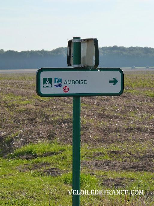 Exemple de panneau 3 en 1 - La Loire à vélo sans prendre l'eau par veloiledefrance.com