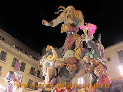 Nit de la Cremà, La cremà, недвижимость в Испании, Ninot, CostablancaVIP, monumento fallero, Falla, Comunidad Valenciana, fiesta, Valencia, Fallas, Las Fallas, Gandia, Фальяс, Валенсия, праздники Валенсии, праздники Испании, Ночь сожжения, куклы Нинотс, Гандия, Ninots infantil, достопримечательности Испании, Cabalgata Ninot infantil, парад детских кукол, кавалькада, Ofrenda, L'Ofrena, подношение цветов деве Марии, платье из цветов