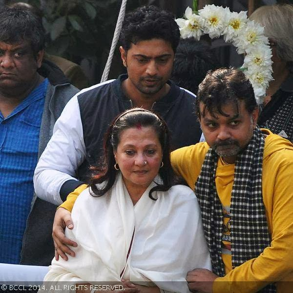 Moon Moon Sen during her mother Suchitra Sen's funeral, held in Kolkata.