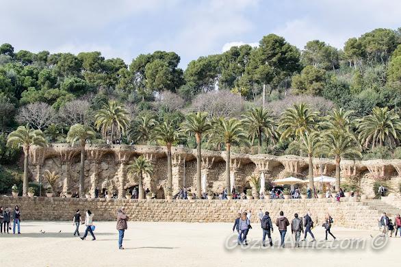 Park Güell'deki geniş meydan, Barselona