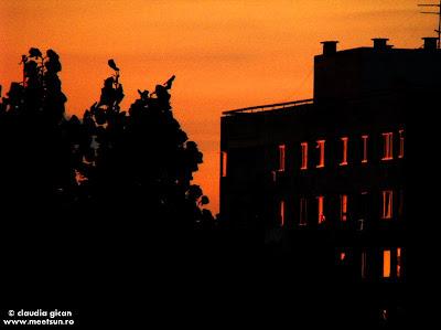 Bucuresti - răsarit de soare la bloc