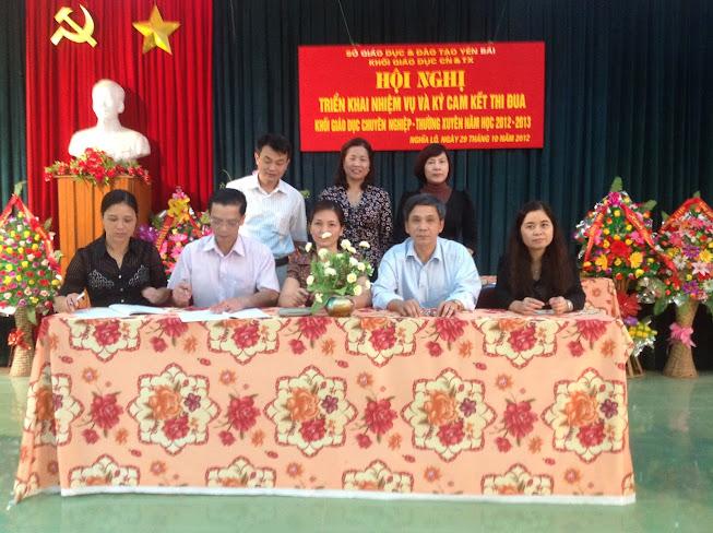 Hội nghị triển khai nhiệm vụ và ký cam kết thi đua Khối Giáo dục Chuyên nghiệp - Thường xuyên năm học 2012-2013