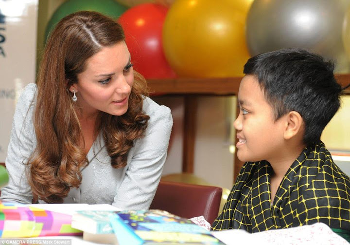 Princess Kate Middleton menceriakan pesakit di Hospis Malaysia