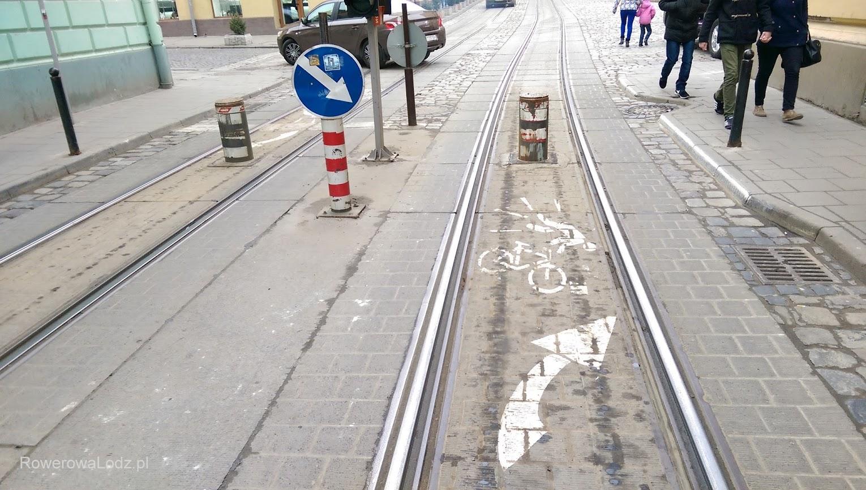 Ostrzeżenie dla rowerzystów jadących po torowisku