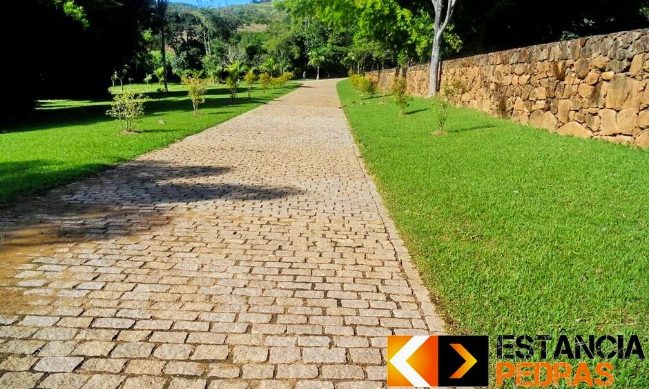 Obra com Paralelepípedo em Turvo (região) Construído com Pedras da Estância Pedras