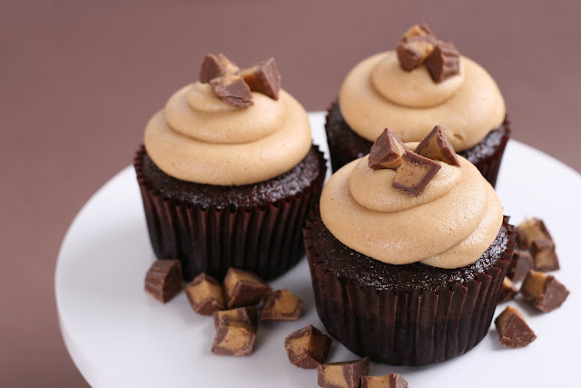 Chocolate Peanut Butter Cupcakes {Recipe} – Glorious Treats