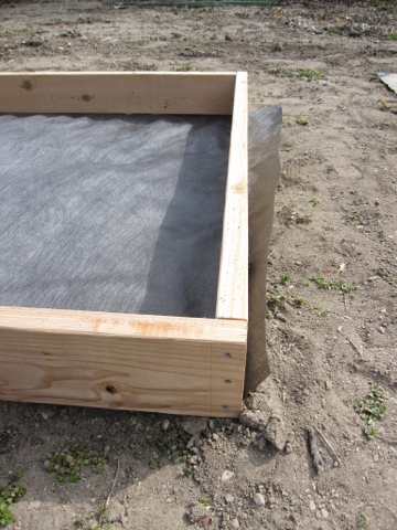how to make a square foot garden box