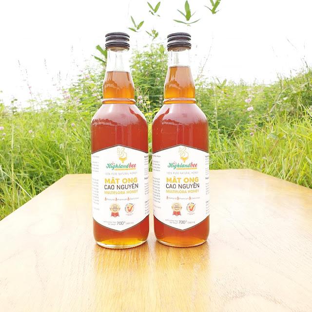 Mật ong chai 500ml (700g) giá lẻ 130.000đ /chai. Nếu mua nguyên thùng 20 chai 500ml có giá sỉ 90.000đ /chai