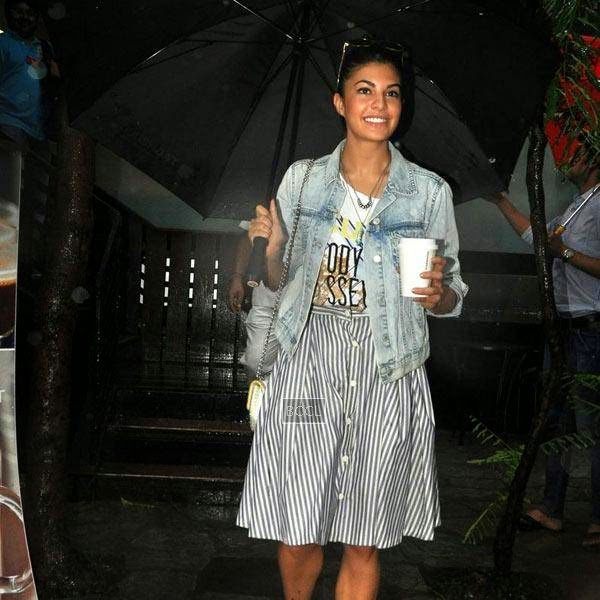 Jacqueline Fernandez snapped on her way out from a coffee shop at Khar, Mumbai, on July 10, 2014.(Pic: Viral Bhayani)