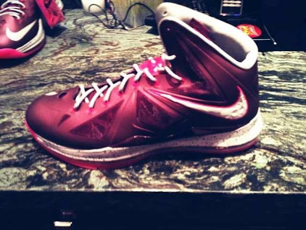 Sneak Peek Nike LeBron X Cutting Jade aka 8220Grinch8221 amp RedWhite