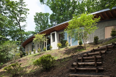 Gorgeous House in a Hill by Cell Space Architects 1 600x400 Rumah Indah Di Lereng Bukit