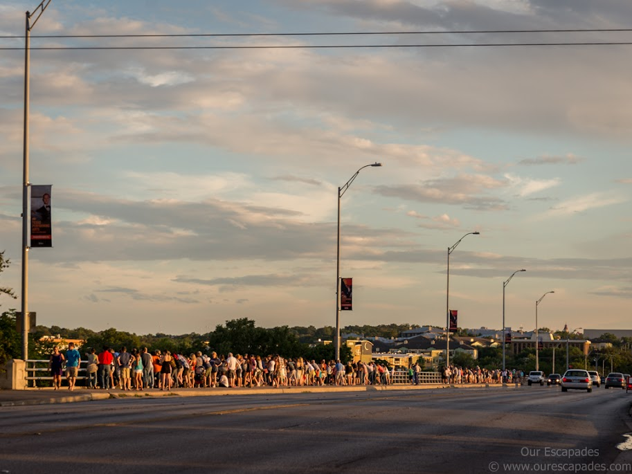 The crowd on the Congress Bridge (waiting for the bats)