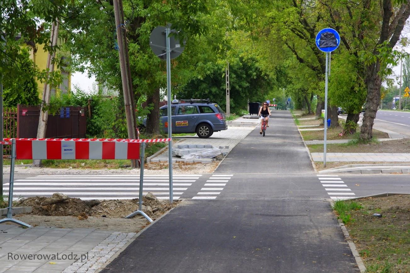 Bez wzlędu na chaos ze znakami rowerzyści już jeżdżą.