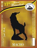 rauchweizenbock – voda, ječný a pšeničný slad, chmel, pivovarské kvasnice. V případě rauchweizenbocku to nešlo jinak, nakouřenej macek propstě musí být mačo jako řemen...