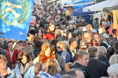 Kaum ein Durchkommen war beim Weihnachtsmarkt am Lindle, der sich Jahr für Jahr eines ungebrochenen Besucherandrangs erfreut.