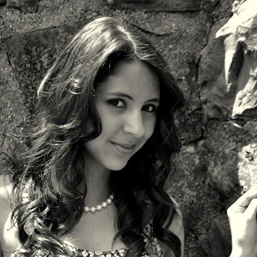 Nicole Demaio Photo 13