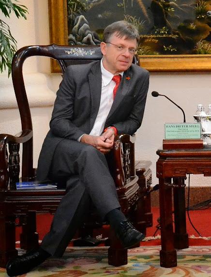 Ông Hans-Dieter Stell, Tổng Lãnh Sự quán Cộng Hòa Liên Bang Đức