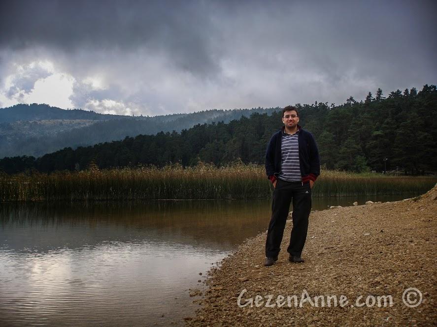 Abant Gölü kıyısındaki sazlıklar yanında