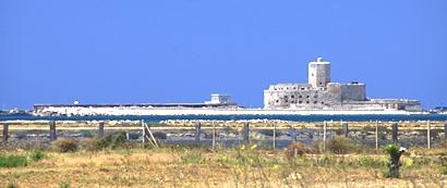 Sizilien - Trapani - Die Insel La Colombaia mit der alten Festung.