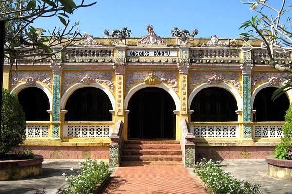 Khu lăng mộ và đền thờ ông Phạm Đăng Hưng 1