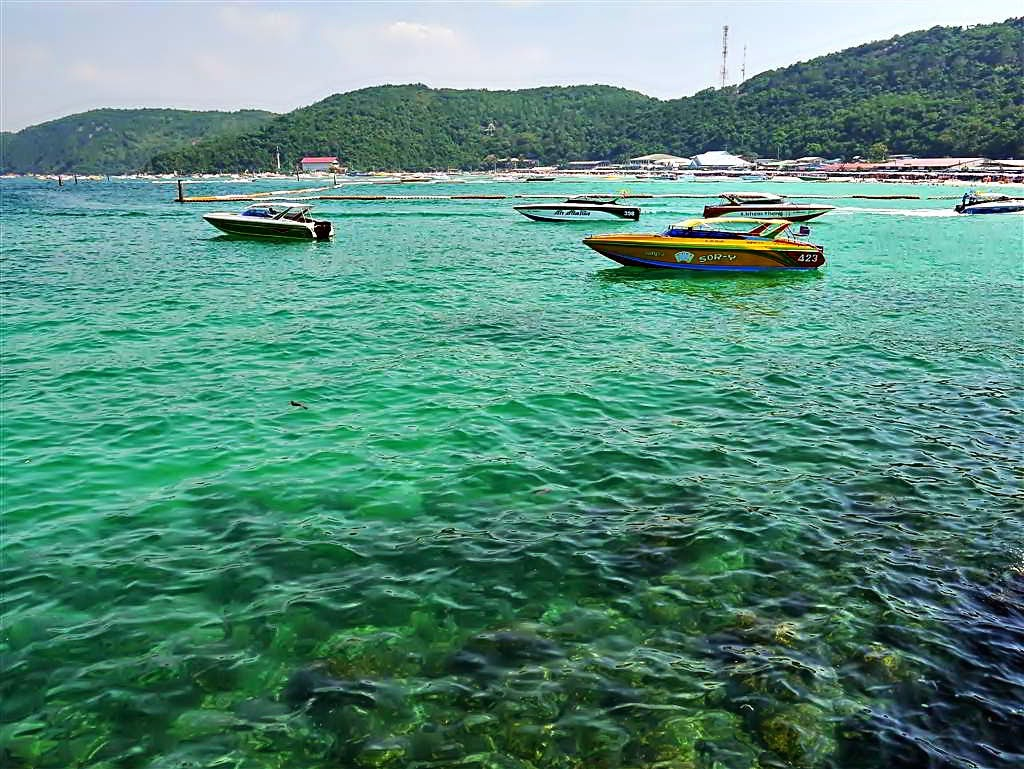 Cryastal clear water at Tawaen Beach, koh Lahn Thailand