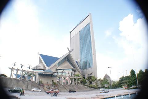 Santai Di Dataran Shah Alam