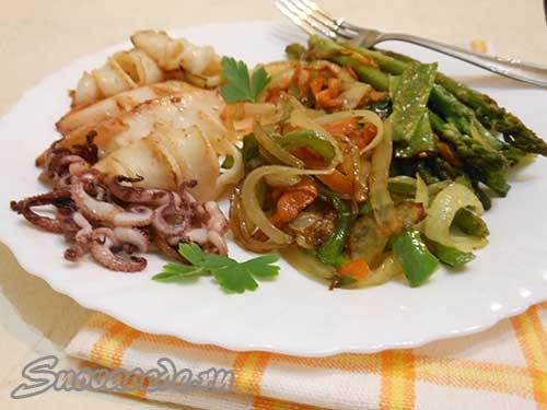 кальмары жареные с овощами