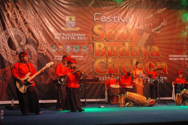 Sambasunda Junior tampil di Festival Seni Budaya Cirebon, HUT Kota Cirebon Ke-642 Tahun 2011, Pusdiklatpar, Cirebon 27 Nopember 2011