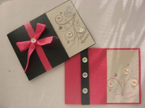 Invitación rosa negro floral con piedras para quinceañera