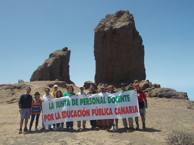 Acción protesta en el Roque Nublo (Gran Canaria)