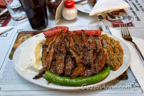 Bursa merkezde Kebapçı İskender'in eti bol iskenderi