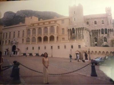 imagen del castillo en Europa hogar de la familia Grimaldi