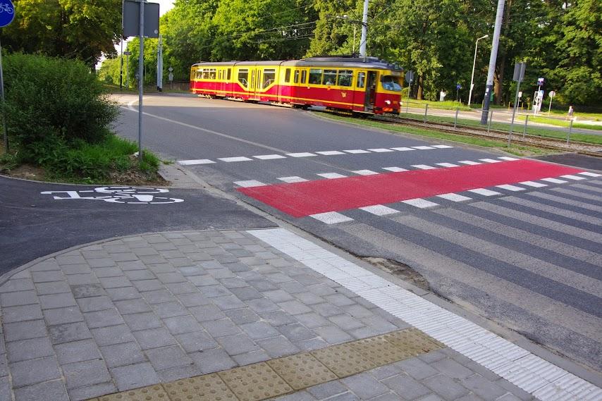 Przejazd przez ul. Zgierską przy skrzyżowaniu z ul. Kniaziewicza