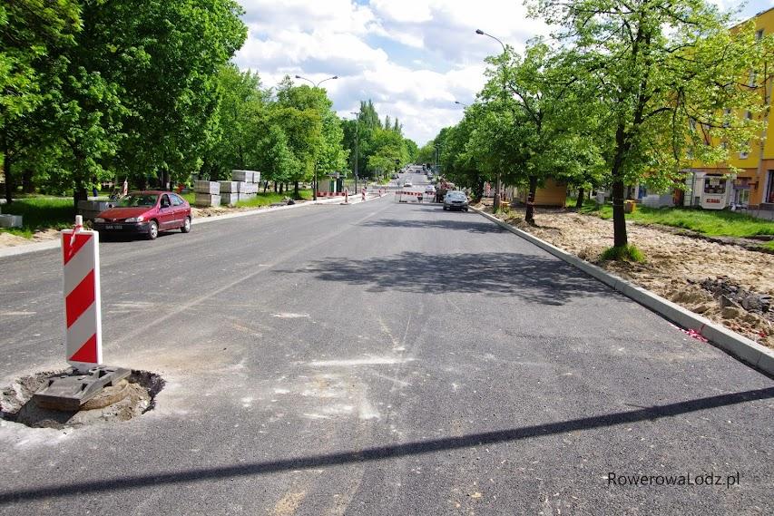 """Jezdnia wylana asfaltem w pierwszej kolejności... Chodników """"może nie być tygodniami""""."""