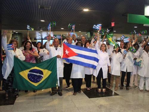 """Médico cubano vira produto genérico  para """"resolver"""" a Saúde brasileira"""