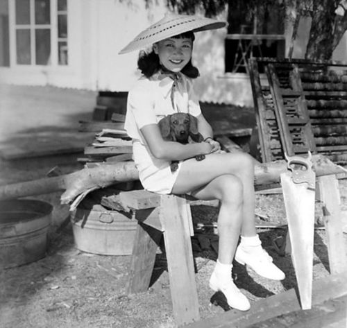 Anna May Wong and a dog