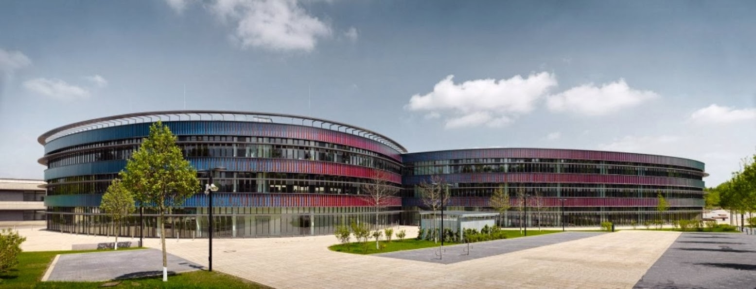 Bochum, Germania: [NEUES GYMNASIUM BY HASCHER JEHLE ARCHITEKTUR]