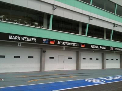 Singapore F1 Pit Photo 3