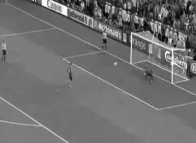 Penalti de Sergio Ramos contra Portugal no Euro 2012 é falhanço incrível