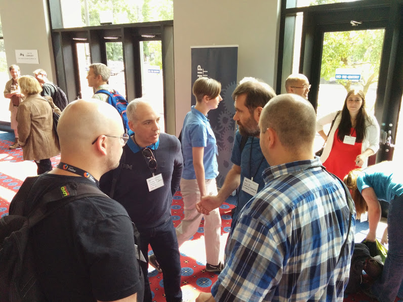 Jesus talking with community manangers from OpenStack, Ceph, etc.