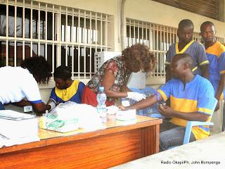 Dépistage volontaire des prisonniers de la prison centrale de Makala par l'Onusida le 29/05/2014 à Kinshasa, lors de la célébration de la journée internationale des casques bleus. Radio Okapi/Ph. John Bompengo